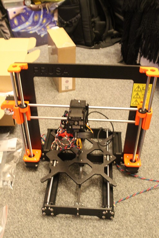 Building and mounting extruder
